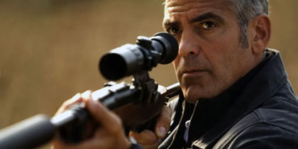 E Leòn? E Jason Bourne? No, è George Clooney!