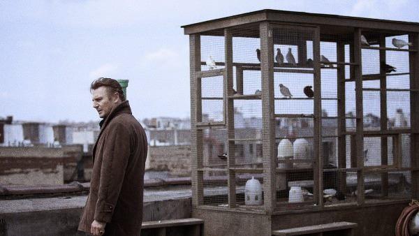 Liam Neeson cammina fra le tombe!