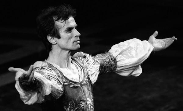 Nureyev danza per Ralph Fiennes!
