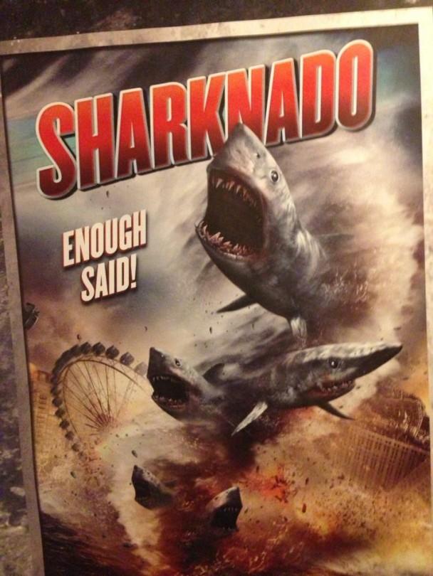 Un tornado... di squali!